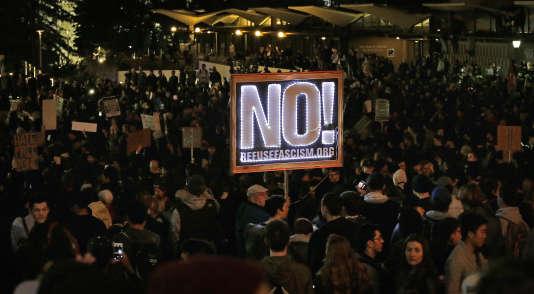 Manifestation contre la venue d'un éditorialiste de Breibart à l'université de Berkeley, le 1er février.