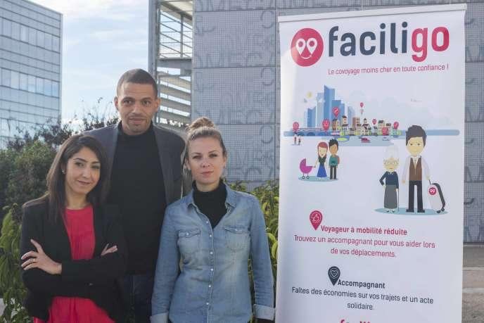 L'équipe de Faciligo, Hind Emad, Moussa Bouasba et Anne Lesire, a créé cette plateforme pour faciliter les déplacements des personnes à mobilité réduite.