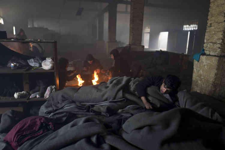 Ils sont des centaines à avoir trouvé refuge dans des hangars abandonnés à la suite du renforcement des frontières européennes.