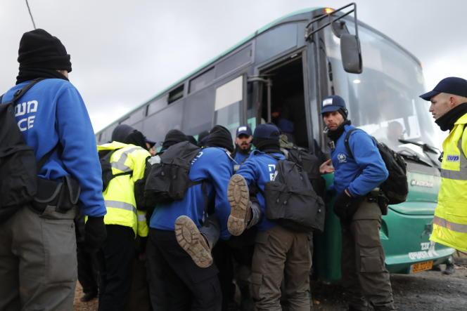 Evacuation des colons d'Amona, en Cisjordanie, le 1er février 2017.