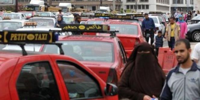 Des chauffeurs de taxi de Casablanca, en 2012, lors d'un mouvement social déclenché par la hausse du prix de l'essence.
