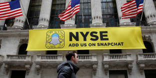 Une affiche Snapchat sur la façade du New York Stock Exchange (NYSE).