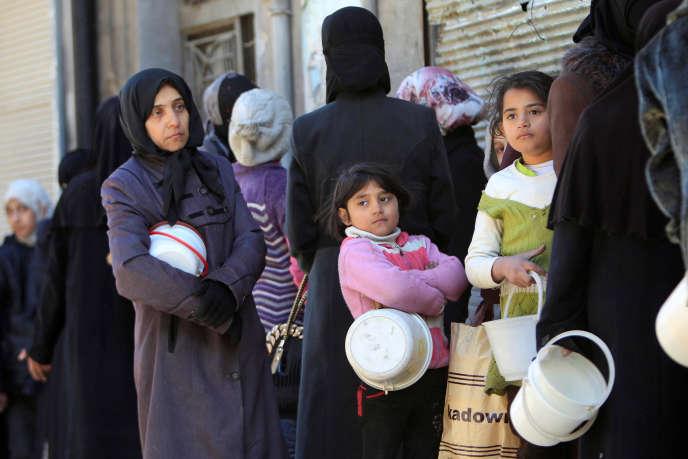 Distribution de pain à Alep (Syrie), le 2 février.
