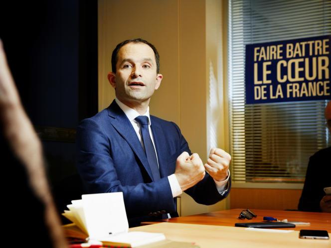 Benoît Hamon, dans son QG de campagne de la Tour Montparnasse, à Paris, le 2 février 2017.