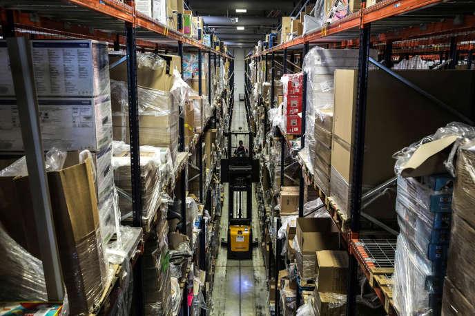 L'entrepot Amazon à Lauwin-Planque dans l'espace stockage des gros articles.