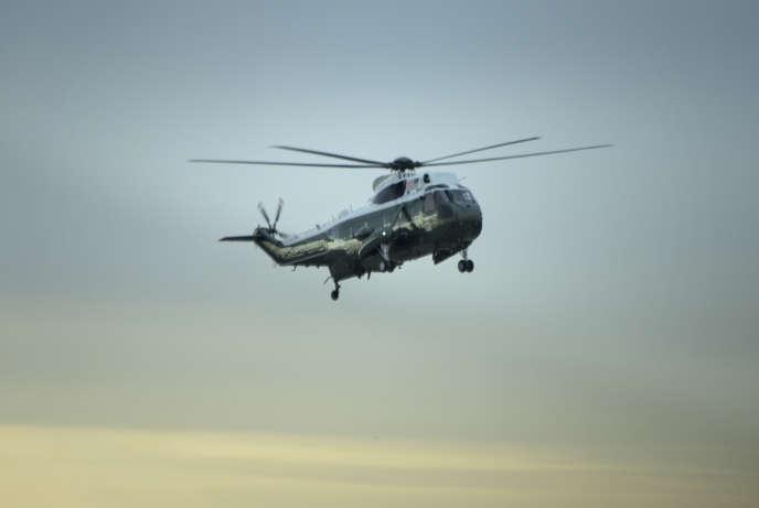 Le président américain, Donald Trump, s'est rendu mercredi sur la base aérienne de Dover, dans le Delaware, pour assiste au retour du corps de William Owens, le membre du commando des Navy SEAL tué dans le raid.