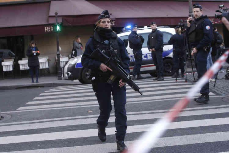 Selon le premier ministre, Bernard Cazeneuve, cité par l'Agence France-presse, l'attaque revêt « un caractère terroriste».