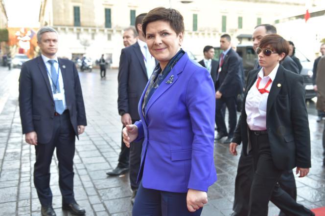 «Depuis son arrivée au pouvoir, en novembre2015, le parti de Jaroslaw Kaczynski a voté pas moins de sept lois dont l'objectif était de discréditer, paralyser une institution considérée par le gouvernement comme un frein aux réformes». (Photo : La première ministre polonaise Beata Szydlo arrive au Sommet de l'Union européenne, à La Valette (Malte), le vendredi 3 février.