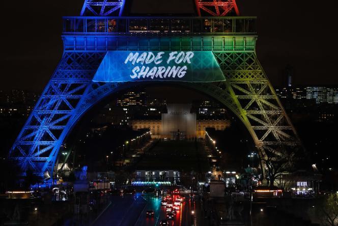 La tour Eiffel aux couleurs de la candidature de Paris 2024, le 3 février.