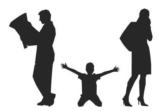 «la prestation reste neuf fois sur dix accordée à l'épouse, car il est plus fréquent qu'elle ralentisse son activité pour s'occuper des enfants ou pour suivre son conjoint».