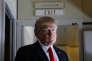 """«La """"guerre des monnaies"""" est une expression fourre-tout, dissimulant une infinité de malentendus». (Photo : Donald Trump pose pour les journalistes dans l'avion présidentiel« Air Force One», le vendredi 3 février)."""