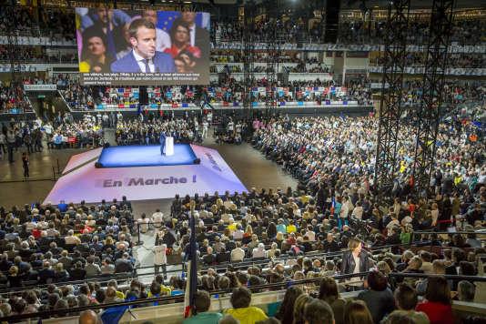 Environ 8000 personnes se sont entassées dans le palais des sports de Gerland, à Lyon, pour acclamer le candidat d'En marche !, le 4 février.