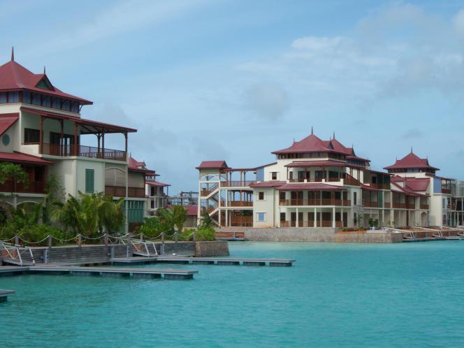 Eden Island.