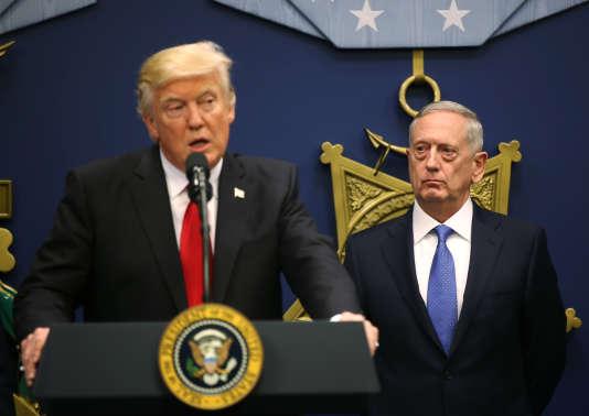 Donald Trump, en compagnie du secrétaire à la défense James Mattis, le 27 janvier à Washington.