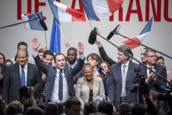Benoît Hamon, entouré de Jean-Christophe Cambadélis, Christiane Taubira, Arnaud Montebourg et Vincent Peillon, lors de son investiture à la Mutualité (Paris), le 5 février.