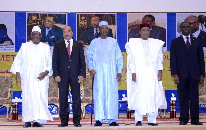 De gauche à droite: le président malien, Ibrahim Boubacar Keïta; le président mauritanien, Mohamed Ould Abdel Aziz; le président tchadien, Idriss Deby; le président nigérien, Mahamadou Issoufou; et le président burkinabé, Michel Kafando, lors du G5 Sahel, à Bamako (Mali), le 6 février 2017.