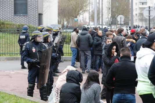 Manifestation le 6 février à Aulnay-sous-Bois (Seine-Saint-Denis).
