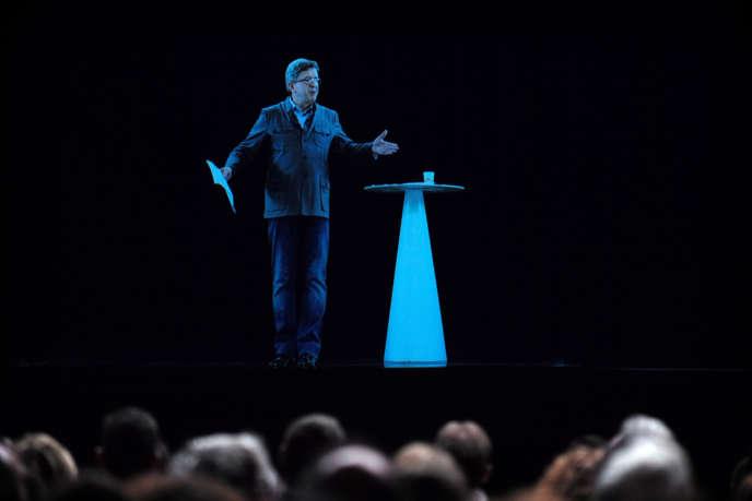 Jean-Luc Mélenchon tient un discours par hologramme, le 5 février, à Aubervilliers (Seine-Saint-Denis).