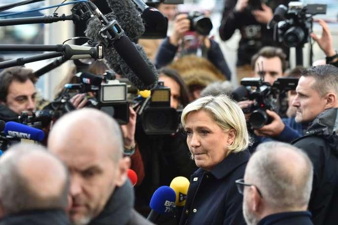 Marine Le Pen, en déplacement à Juvisy-sur-orge (Essonne), mardi 7 février.