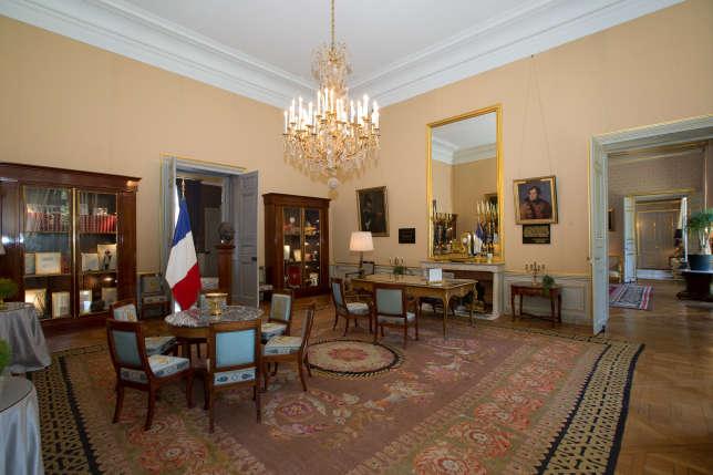 Le 25 août 1944, de Gaulle installe le gouvernement provisoire de la République dans l'hôtel de Brienne, aujourd'hui ministère de la défense. Ici, son bureau.