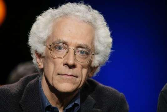 """Tzvetan Todorov, directeur de recherches au CNRS, critique, historien, philosophe, lors de l'émission """"Campus"""" diffusée sur France 2 en 2003."""