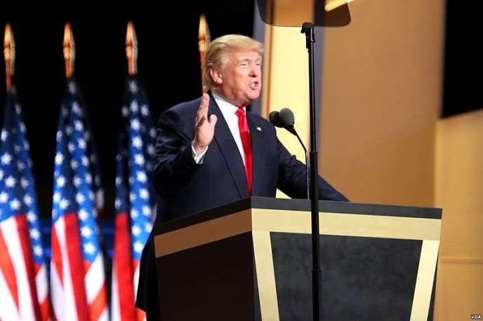 «Les termes du Président américain s'inscrivent dans la volonté de déjudaïser le génocide nazi et le banaliser, mais il ne s'agit pas ici de négationnisme. Y recourir pour décrire le malaise que les mots de Trump ont engendré, crée la confusion et fait obstacle à un combat efficace contre le négationnisme et contre la banalisation».