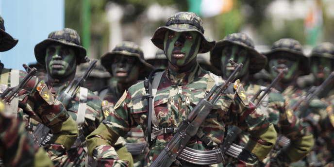 Des forces spéciales de Côte d'Ivoire lors du défilé de la commémoration de l'indépendance, à Abidjan, le 7 août 2015.