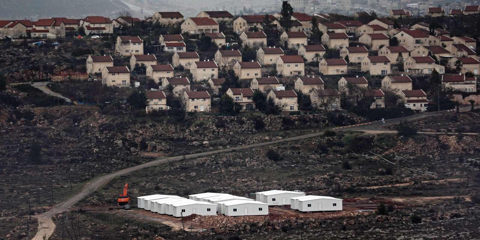 La Knesset a voté d'une loiautorisantl'Etat israélien à s'approprier des terrains privés palestiniens sur lesquels des Israéliens ont construit sans autorisation en Cisjordanie.