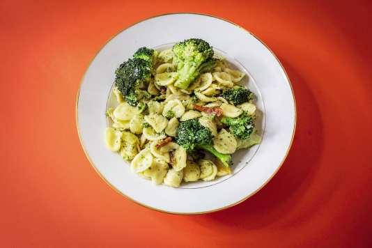Pour cette recette d'orecchiette alle cime di rapa, ilest possible de remplacer le brocoli-rave par du brocoli classique.