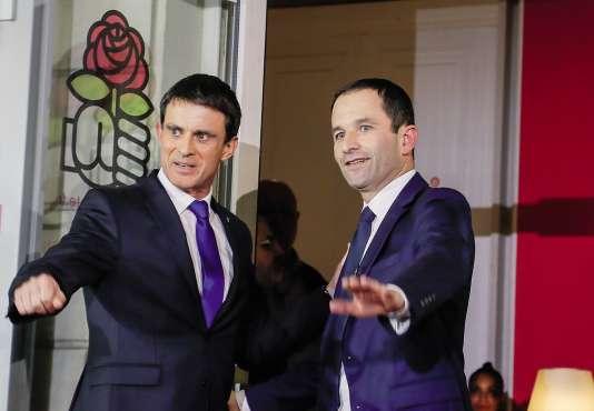 La brève rencontre entre Manuel Valls et Benoît Hamon sur le perron de Solférino, le 29 janvier, à l'issue de la victoire du second à la primaire de la gauche.
