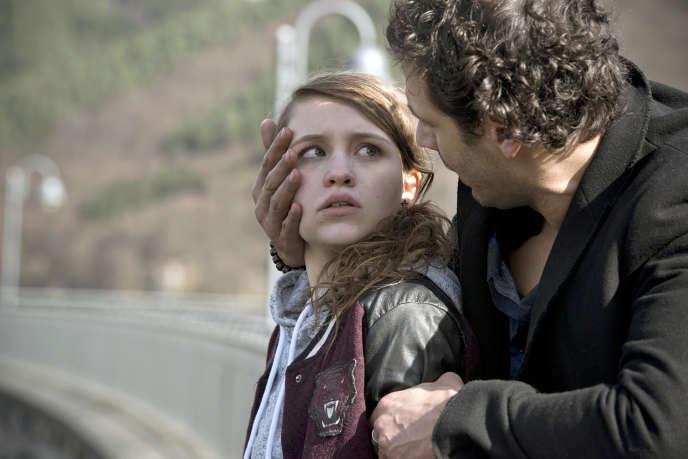 Paul (Mehdi Nebbou) et sa fille Sarah (Janina Fautz).