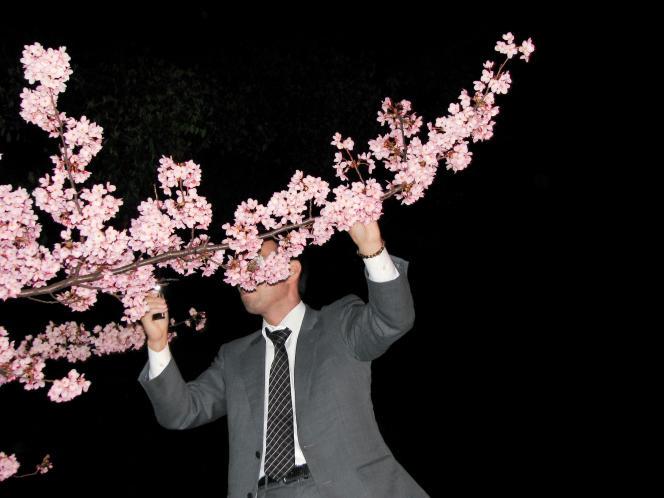 Au Parc d'Ueno, à Tokyo. Photo extraite de « The Salaryman Project », documentaire de Bruno Quinquet sur le quotidien de l'employé de bureau japonais.