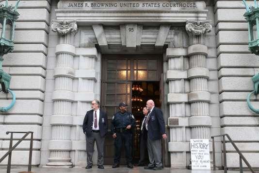 Devant la cour d'appel de San Francisco en Californie, le 7 février.