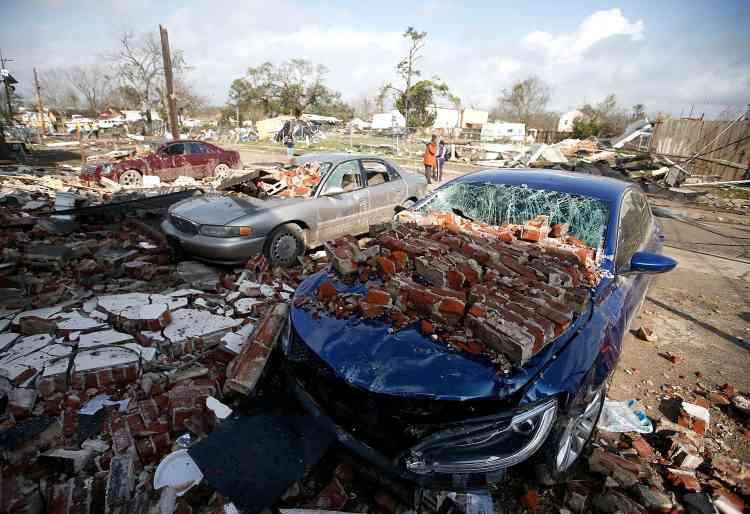 Selon le service météorologique, vingt-cinq personnes ont été blessées.