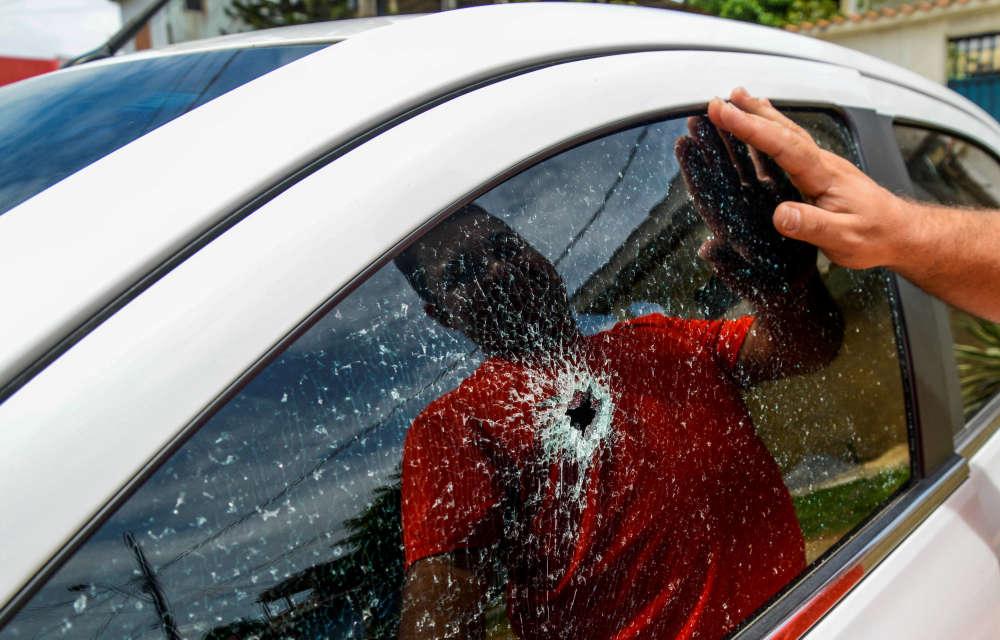 L'impact d'une balle tirée par un membre de gang. La grève de policiers dans l'Etat brésilien d'Espirito Santo (sud-est), commencée samedi après la mort d'un agent, vise notamment à réclamer de meilleurs salaires. Cette grève entraîne une vague de violences.