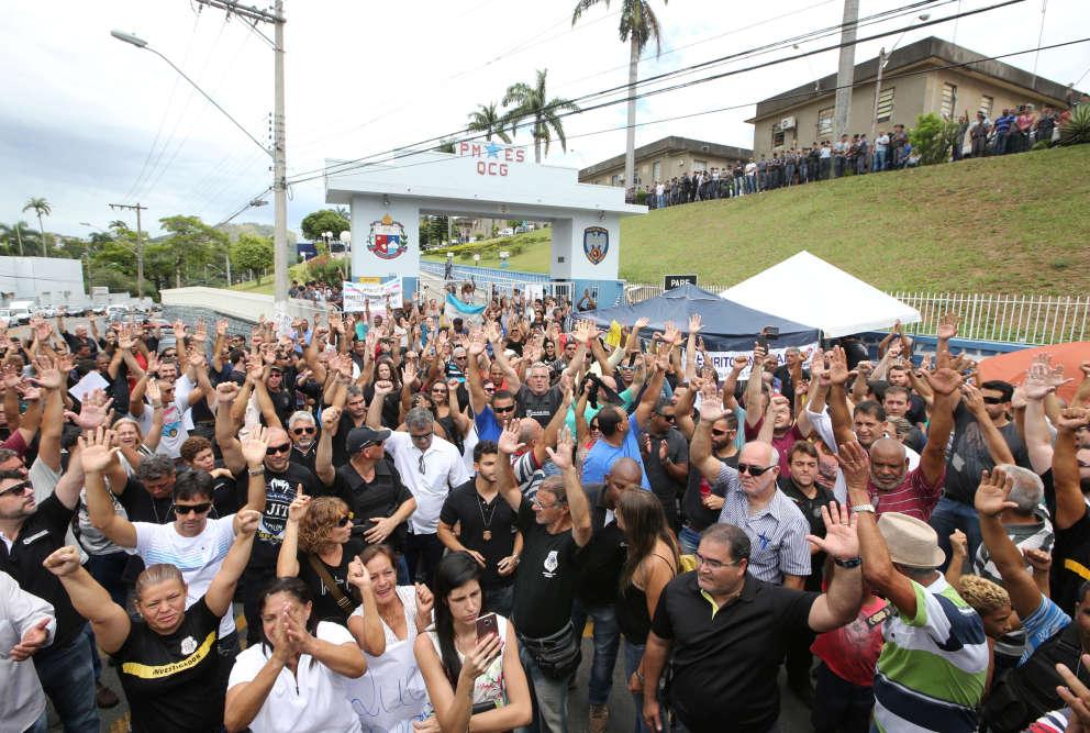 Le 8 février, plusieurs membres de la police ont reconduit une grève après que l'un des leurs a été tué dans une fusillade, selon les médias locaux.