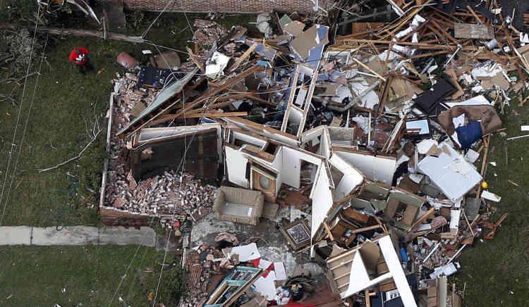 Au moins sept maisons ont été endommagées dans la paroisse de Livingston, au nord de La Nouvelle-Orléans, a déclaré Brandi Janes, directeur adjoint aux situations d'urgence.