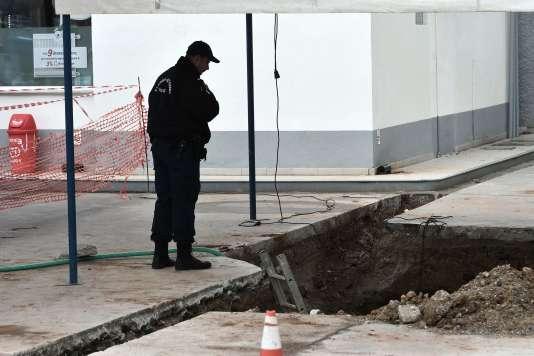 Une bombe de la seconde guerre mondiale, contenant près de 250 kg d'explosif, a été retrouvée près d'une station-service à Thessalonique, en Grèce. Soixante-dix mille habitants doivent être évacués pour sa neutralisaiton.