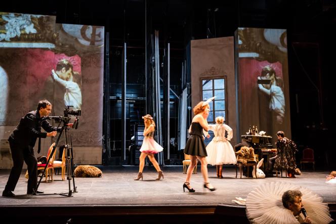 « La Règle du jeu», mise en scène par Christiane Jatahy, d'après Jean Renoir à la Comédie-Française.