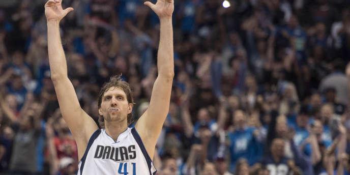 Avec plus de 30 000 points en carrière, Dirk Nowitzki devient le 6e meilleur marqueur de l'histoire de la NBA.