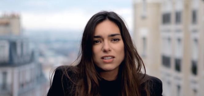 Alma dans le clip de la chanson«Requiem» avec laquelle elle représentera la France au 62e concours de l'Eurovision.