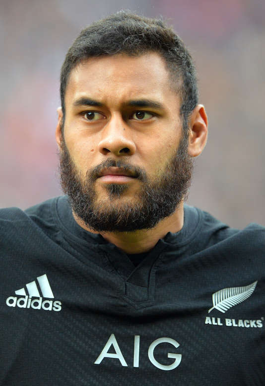 New Zealand's Patrick Tuipulotu lines up for the national anthems before the Autumn international rugby union Test match against England at Twickenham Stadium, southwest London, on November 8, 2014. AFP PHOTO / GLYN KIRK / AFP PHOTO / GLYN KIRK