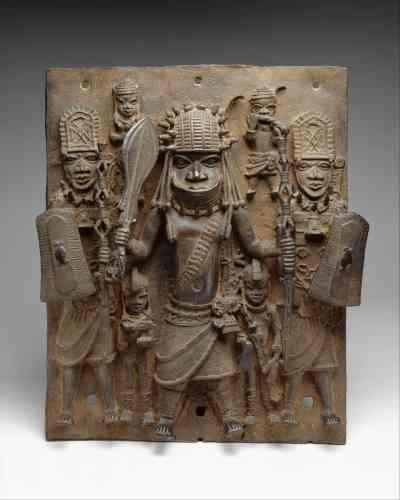 « Warrior and Attendants », sculpture en laiton, peuple edo au Nigéria,entre les XVIe et XVIIe siècles.