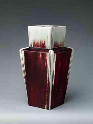 « Square Vase », d'Ernest Chaplet, porcelaine, en 1889 environ.