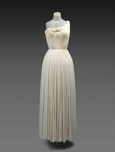 Une robe, par Alix Bouton dit «Madame Grès», soie, en 1958.