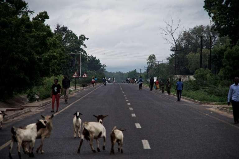 La M1, qui parcourt le Malawi du nord au sud, est surnommée« l'autoroute». C'est la seule route qui traverse le district de Nsanje.