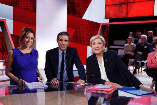 Léa Salamé, David Pujadas et Marine Le Pen dans « L'Emission politique ».