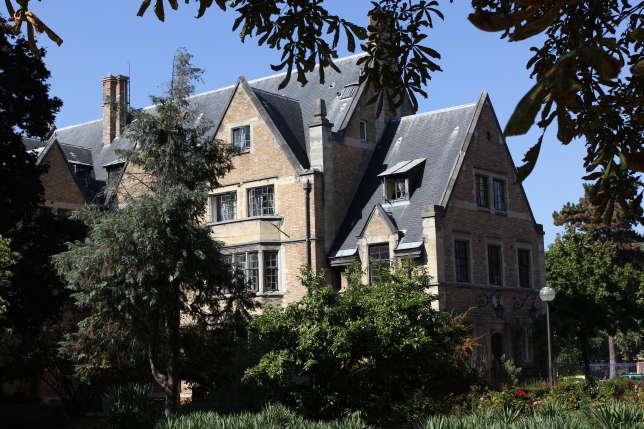 La Fondation Deutsch de la Meurthe, une des quarante maisons de la cité universitaire, construite dans un très beau parc.