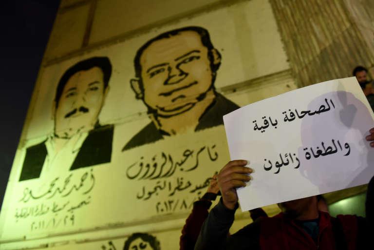Mobilisation contre la condamnation de trois journalistes, devant le Syndicat des journalistes, au Caire, le 19 novembre 2016.