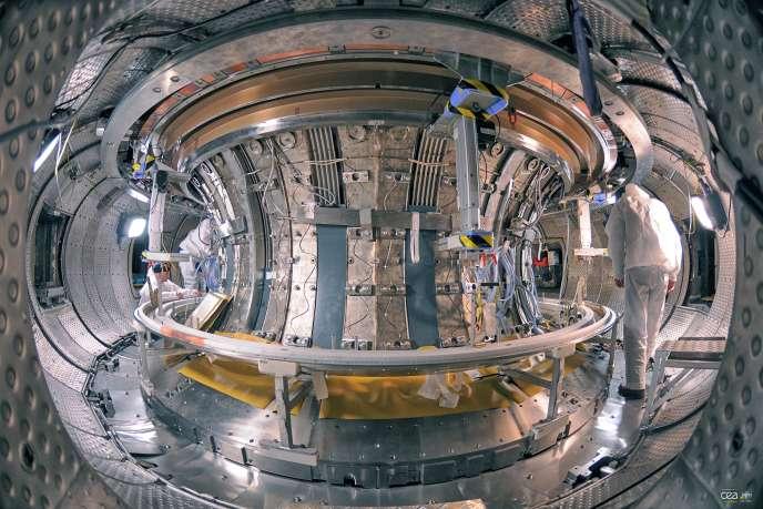 Configuration du tokamak WEST, l'un des plus grands du monde, avec un rayon de tore de 2,40 m.